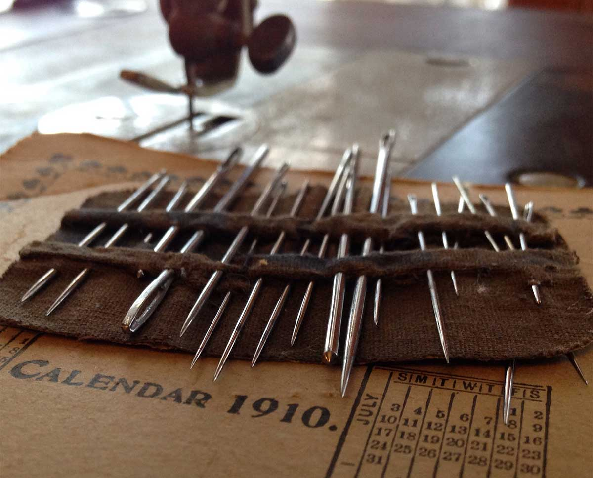 Vintage Needles and 1910 calendar